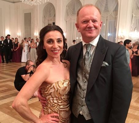 Edi Jäger und Kathrin Beck am Set von Christmas Ball